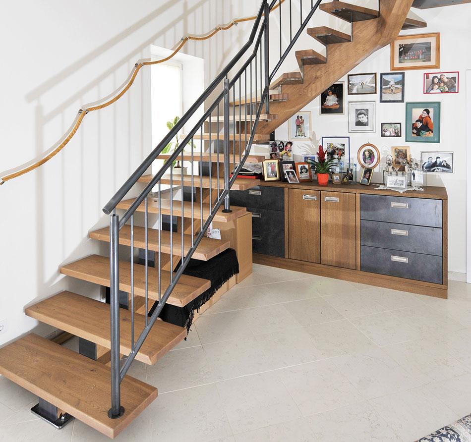 mittelholmstiege eiche lackiert raum hartberg. Black Bedroom Furniture Sets. Home Design Ideas