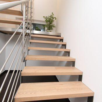 Stahlstiege in Ahorn lackiert Raum Voitsberg
