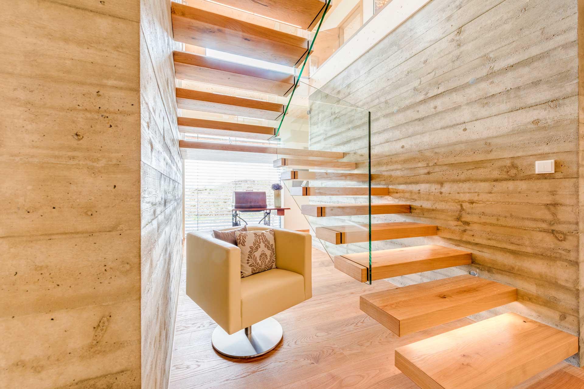 die wichtigsten gr nde f r den bau einer stiege aus holz. Black Bedroom Furniture Sets. Home Design Ideas