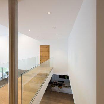 Glastragende Stiege in Eiche geschwartet Raum Krems
